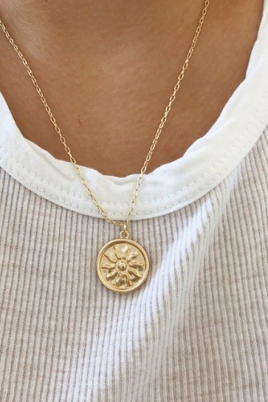 Sun Round Pendant Necklace in Gold