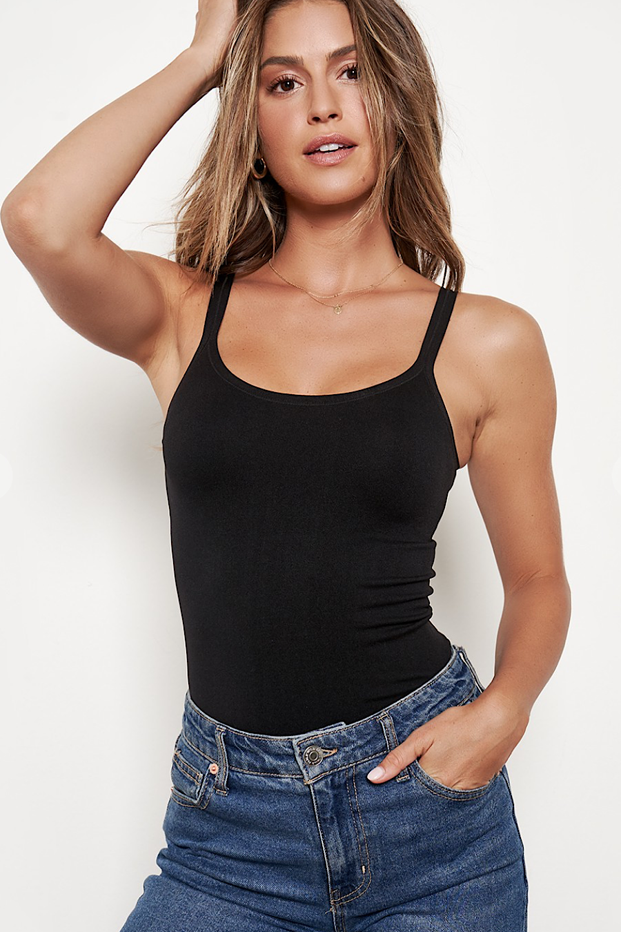 Seamless Scoop Neck Cami Top in Black