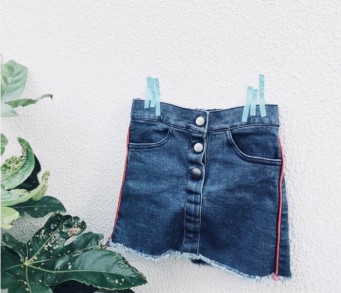 Button denim skirt with stripe