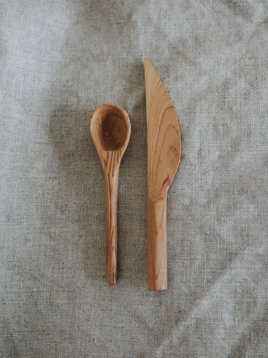 Spoon and butter knife set
