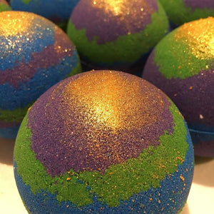 Coloured bath bomb Gaia
