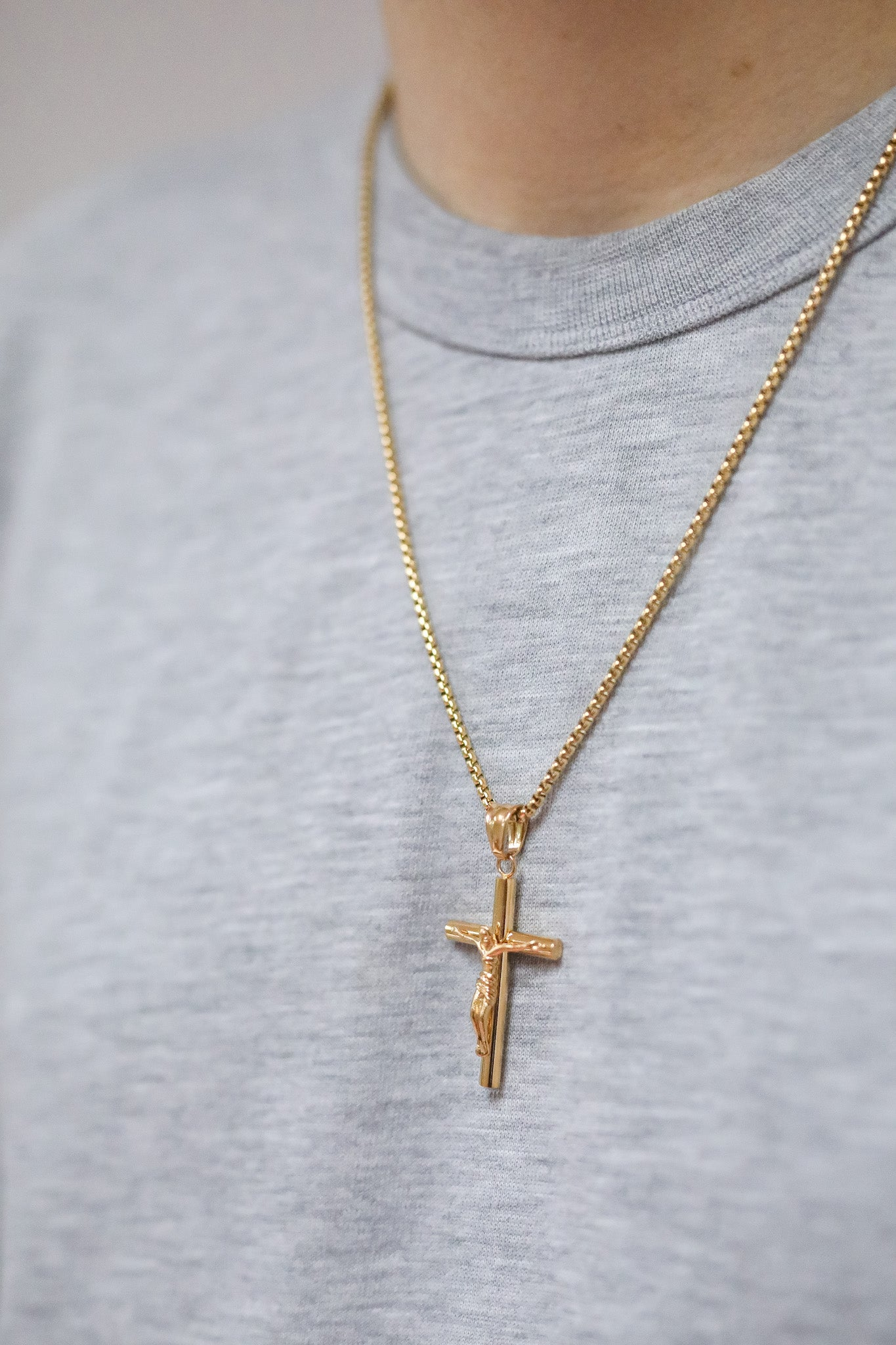 ARLO London gold stainless steel crucifix pendant jewellery accessory