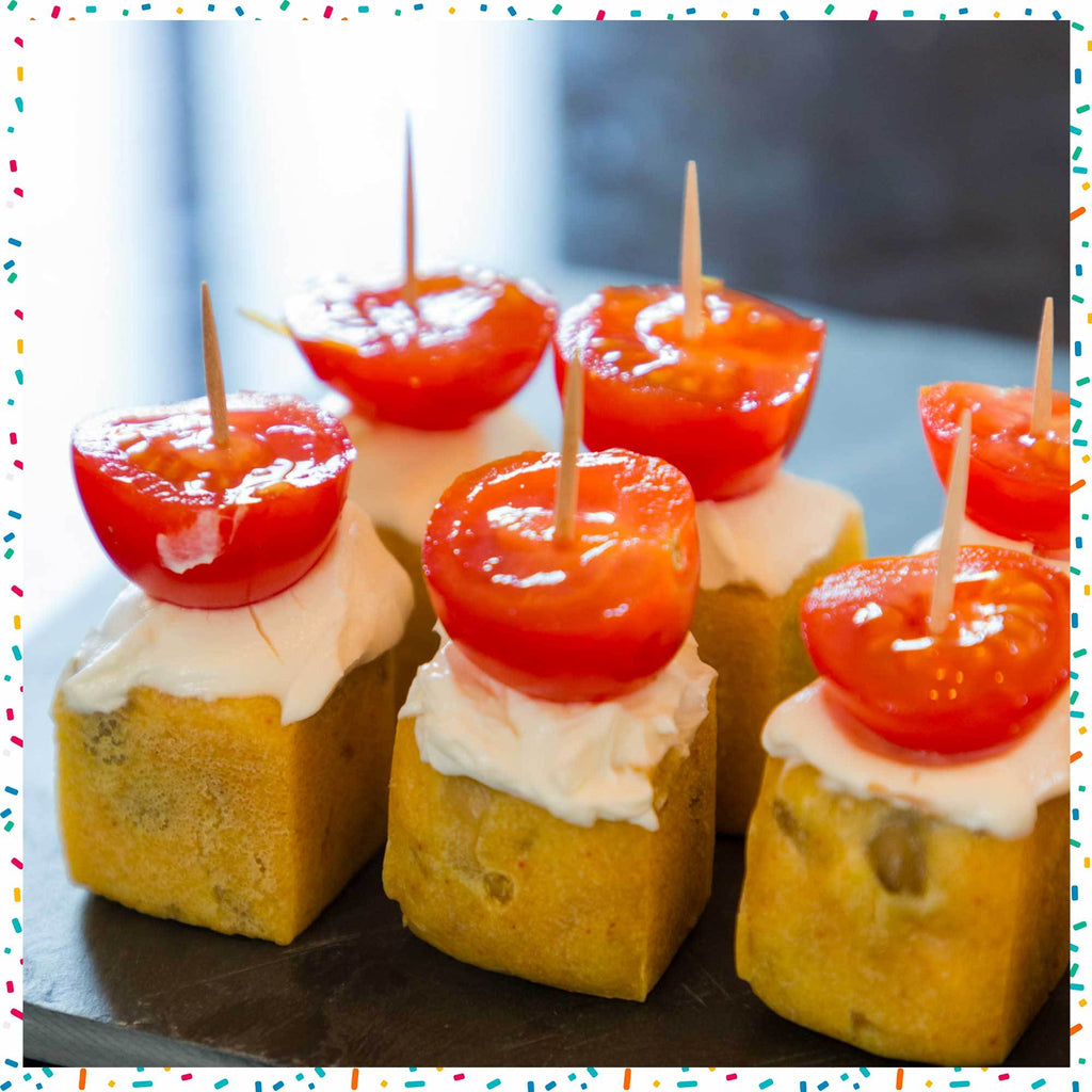 Cake to the olives in skewers