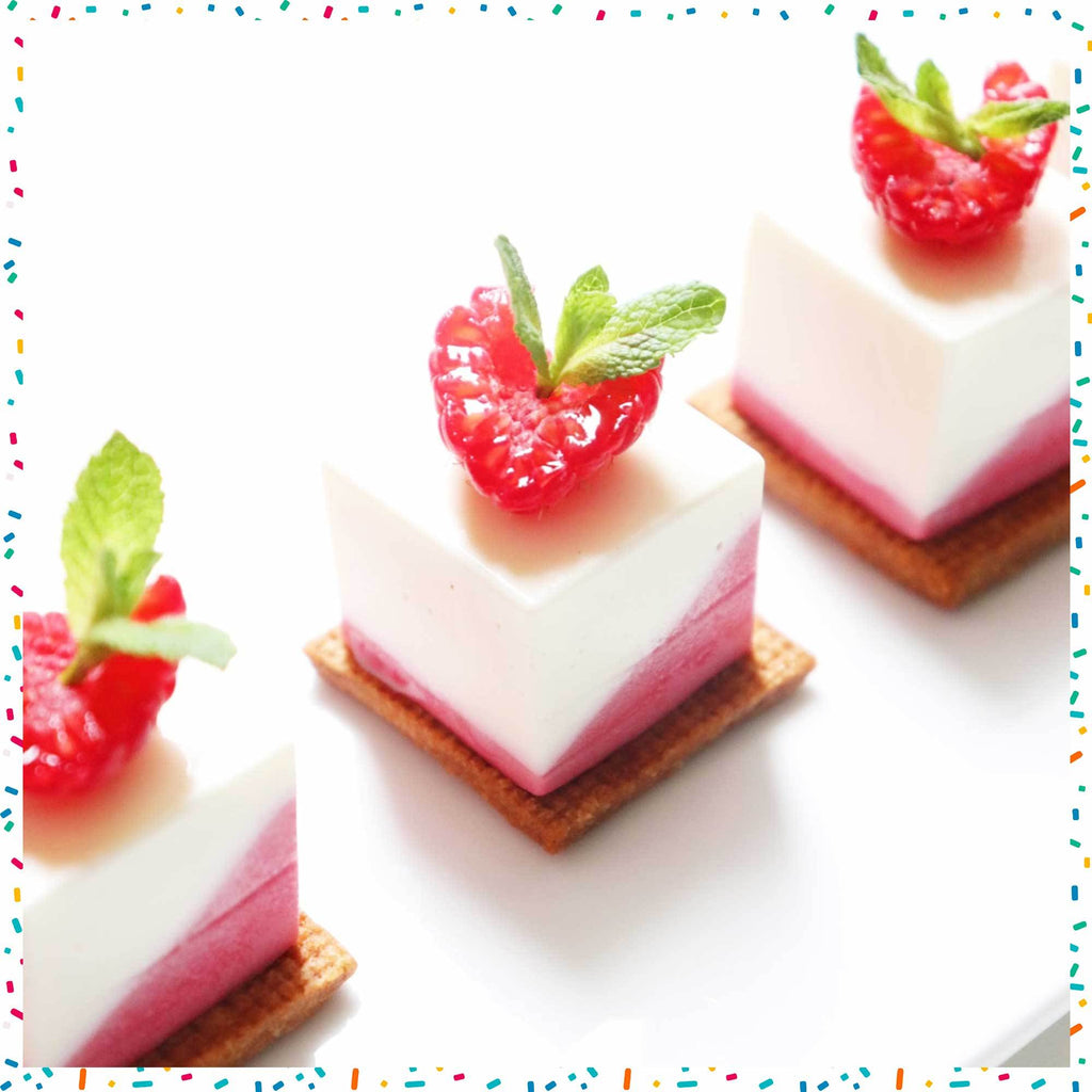 The recipe of the two-coloured panna cotta raspberry mint