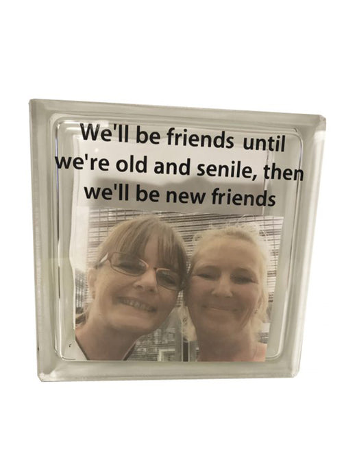 Glassten med lys - med eget foto og citat; we'll be friends until we're old and senile, then we'll be new friends.