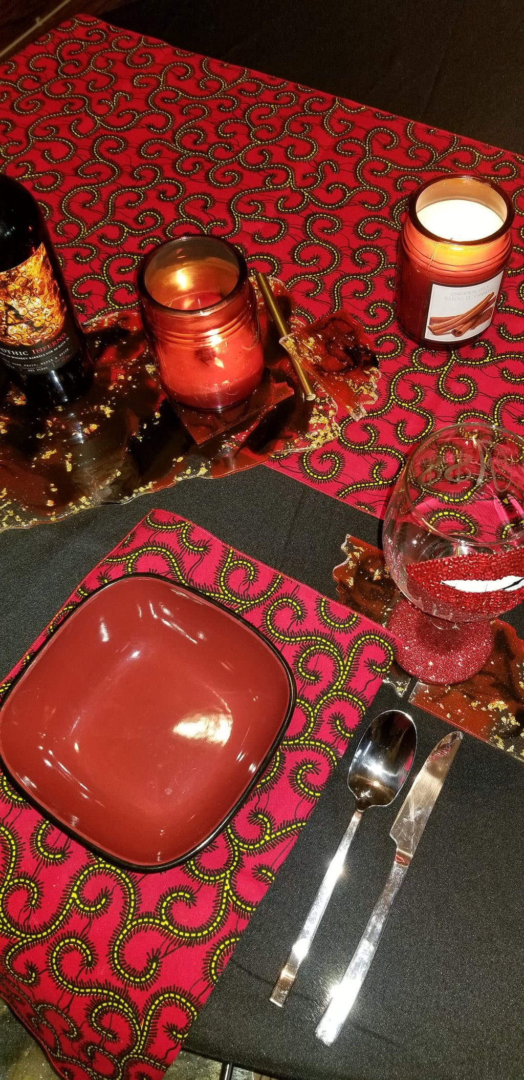 Red Swirl Runner and Napkin Set