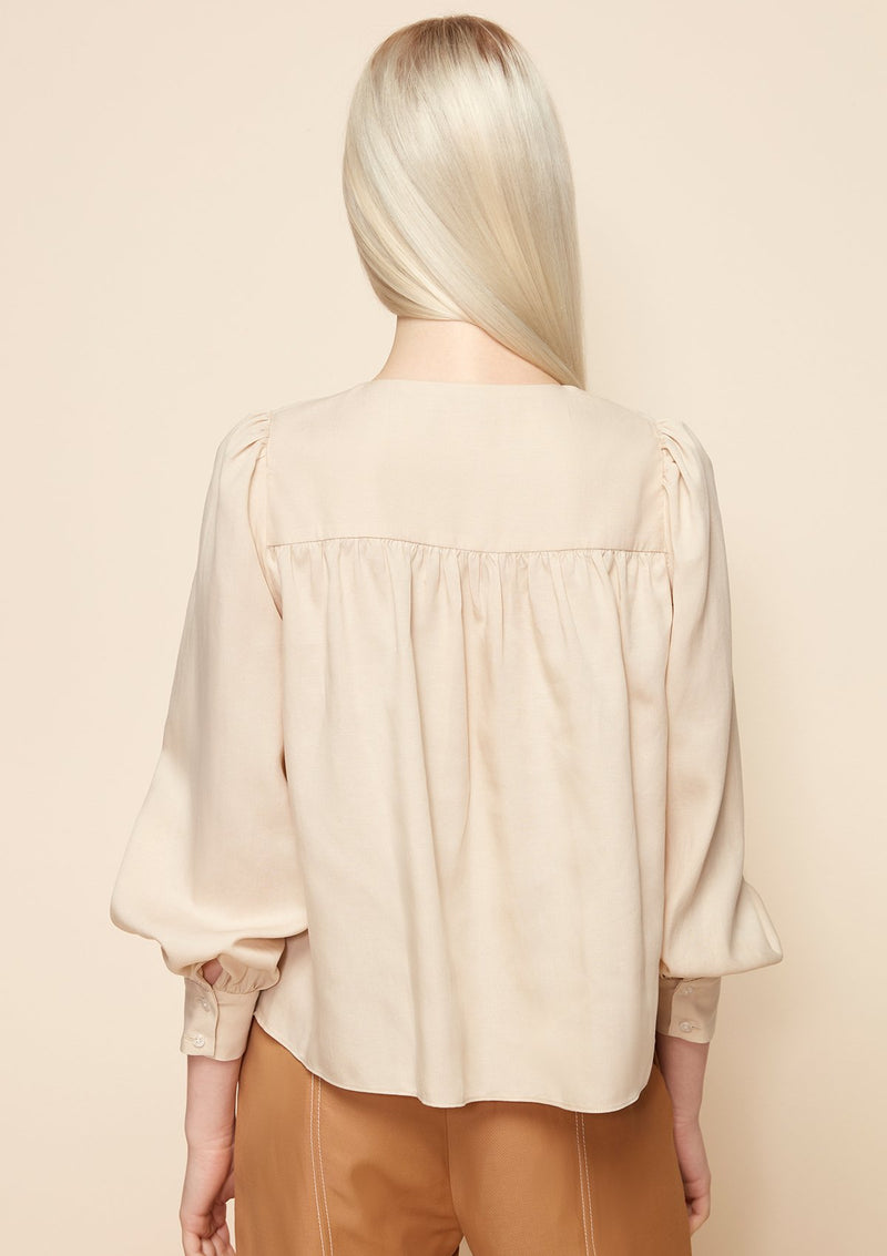 LONG-SLEEVED SQUARE NECK BLOUSE