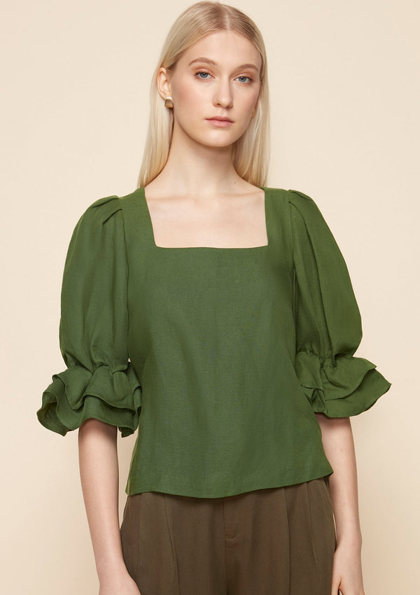 RUFFLE-SLEEVED BLOUSE