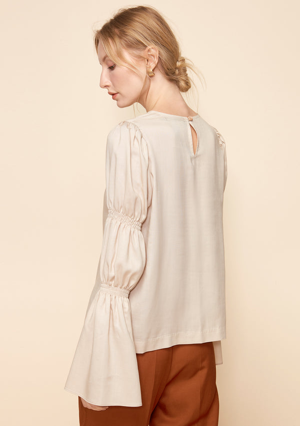 VIRAGO-SLEEVED BLOUSE