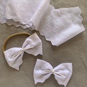 PROM QUEEN BOW - 70s white embroidery