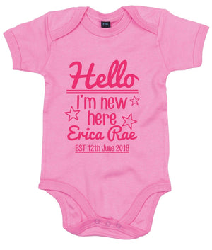 Hello I'm New Here ANY NAME ANY DATE Custom Babygrow Cute Gift Announcemen AS24