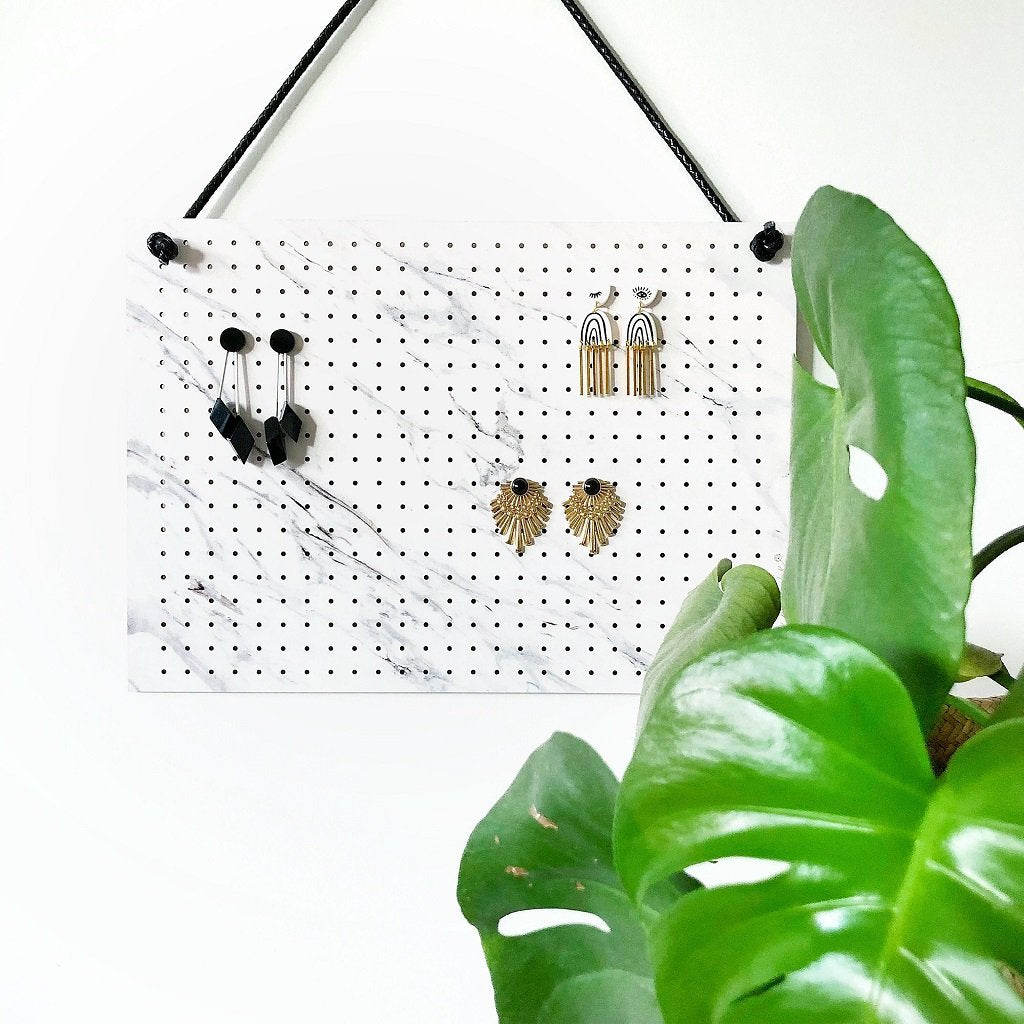 Bon Maxie - Mega Hanging Earring Holder