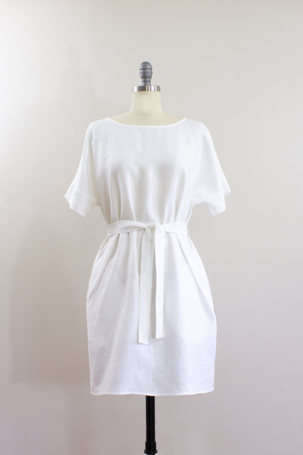 Elisabetta Bellu SS2020 Sandy handmade white linen loose fit belted short kimono dress front
