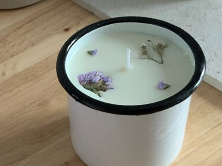 Tutorial: Beautiful botanical candles made from soy wax and essential oils