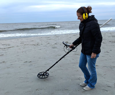 meg carter tries metal detecting