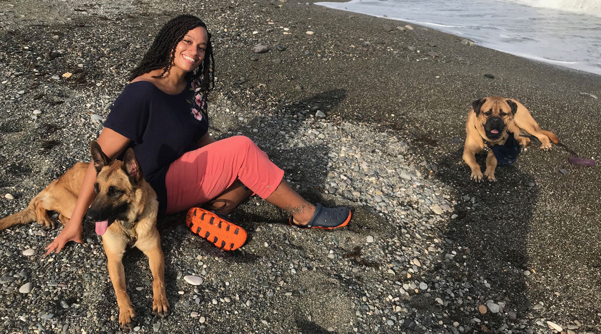 rochelle frankson at the beach with her dogs