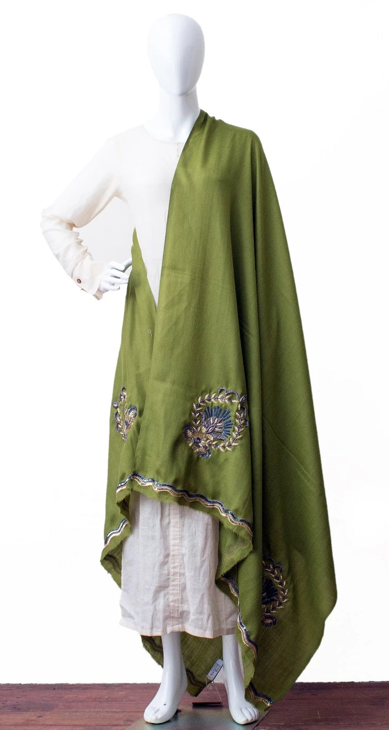Hand embroidered shawl in finest wool (Green)