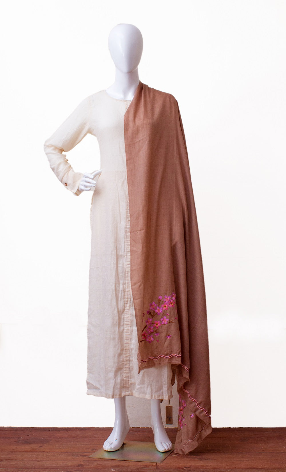 Hand embroidered shawl in finest wool (Brown)