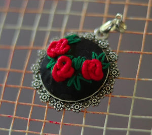 Pendant with zardozi setting (Red & Black)