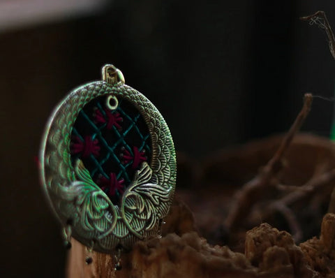 Pendant with zardozi setting (Blue & Pink)