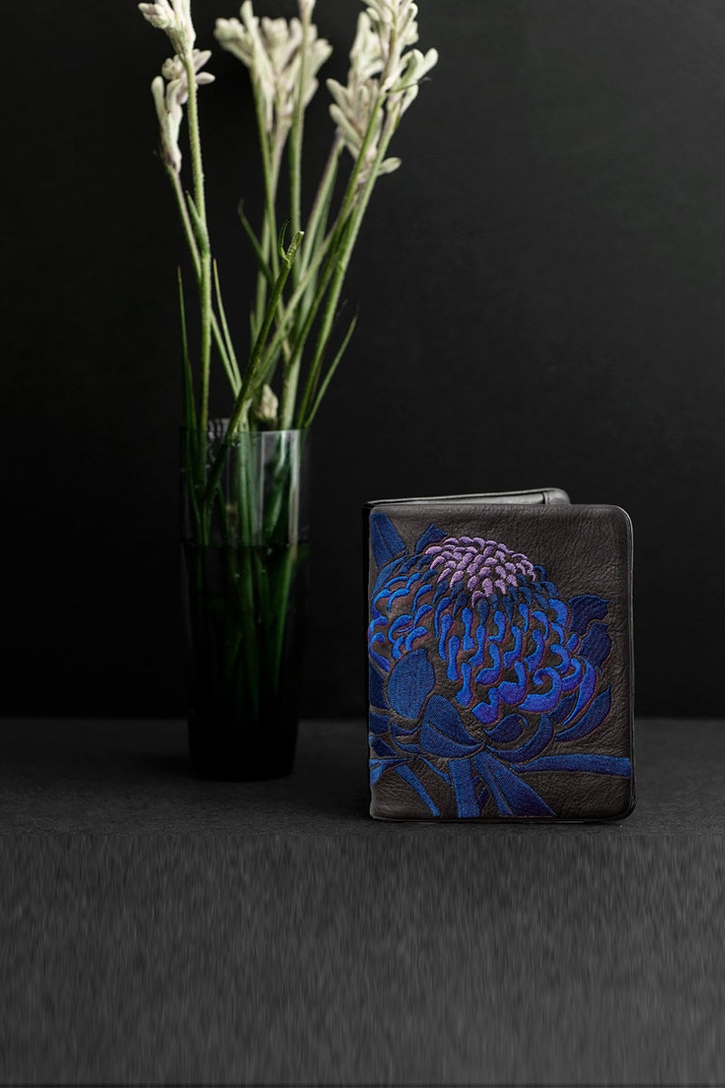 waratah squire wallet in cobalt