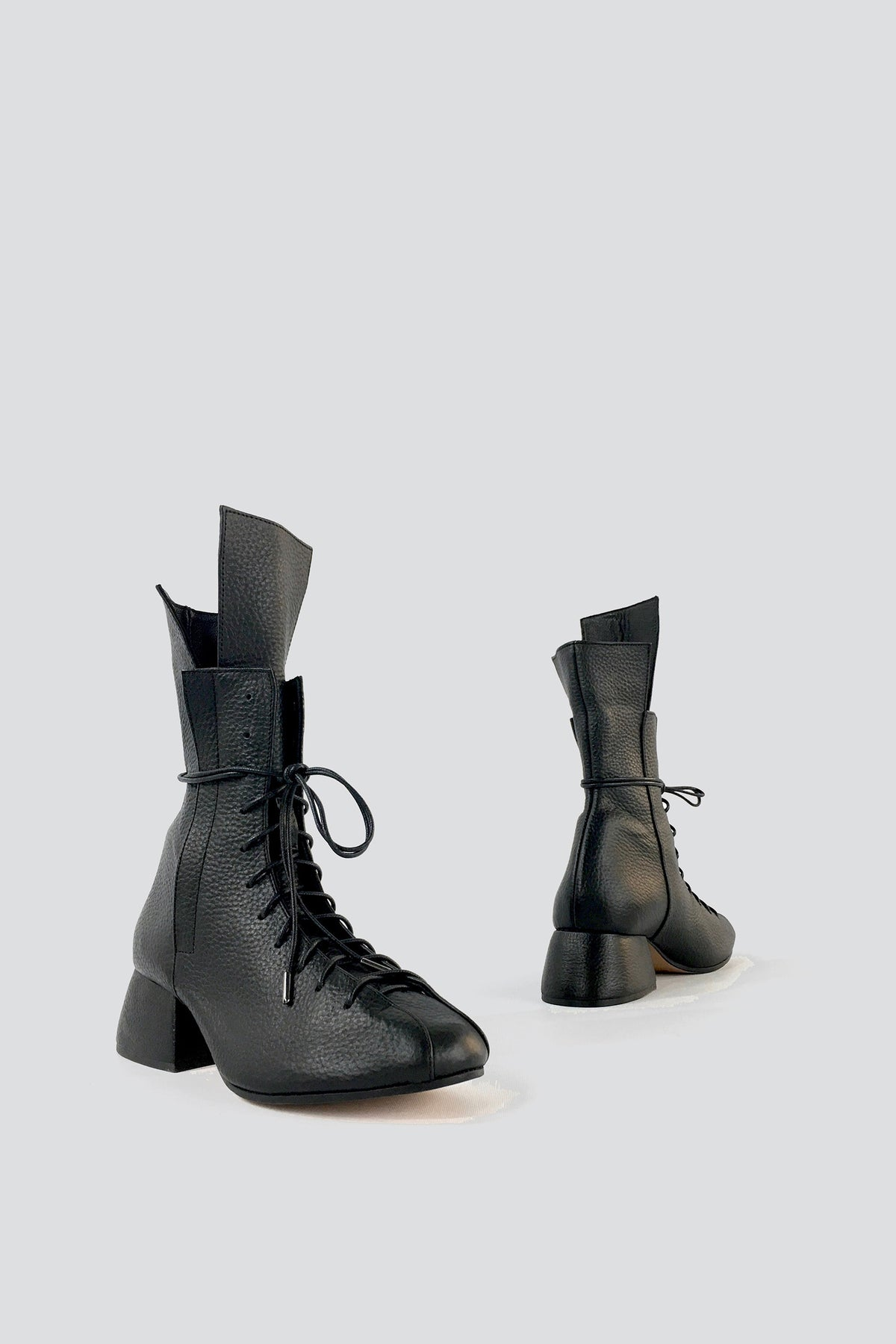 duckie boots in black