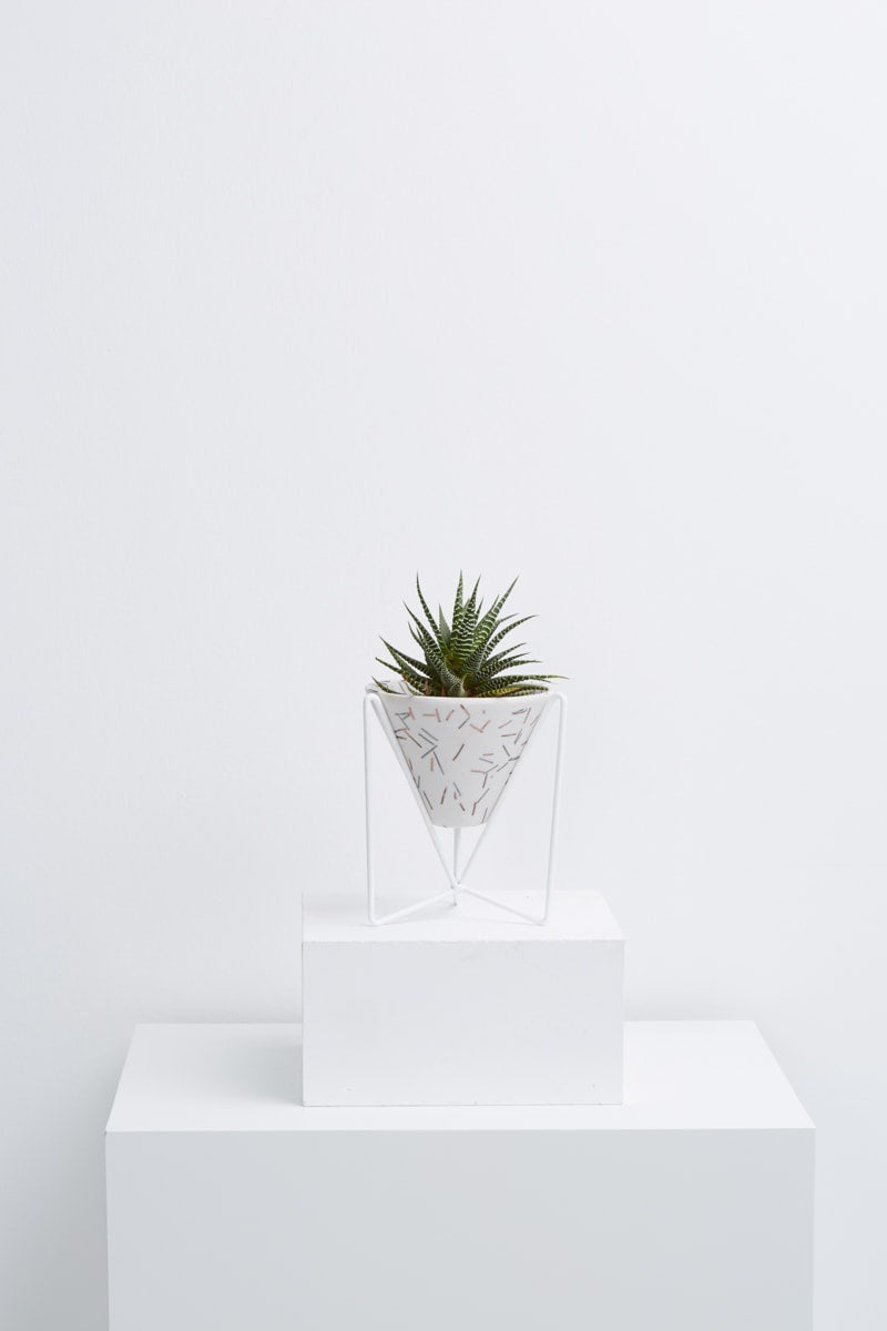 minimo planter in white match stick