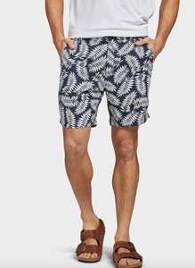 A classic cotton/linen short in this seasons must have print. The Dextra Short sits just above the knee and carries a fixed waist. Wear with a classic linen button-up or a tee for a more casual look.  Details:  45% Cotton / 55% Linen Printed fern design Heavy enzyme wash for an extra soft handfeel Fixed waist short which sits comfortably above the knee Chambray pocketing, back jet pockets with button closure Natural buttons with Academy logo Woven label at back pocket