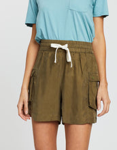 Load image into Gallery viewer, SCOTCH & SODA - Drapey Viscose cupro blend shorts - Military