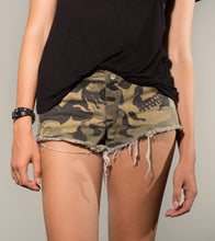 Load image into Gallery viewer, Camo Stonewashed W Vintage Denim