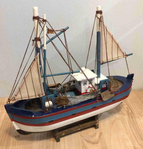 Model Fishing Trawler - type 14239-2
