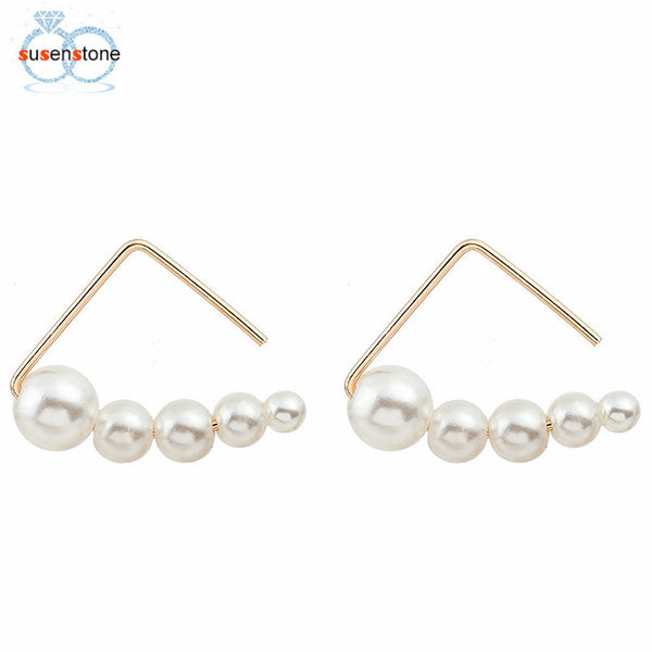 Minimalist pearl earrings