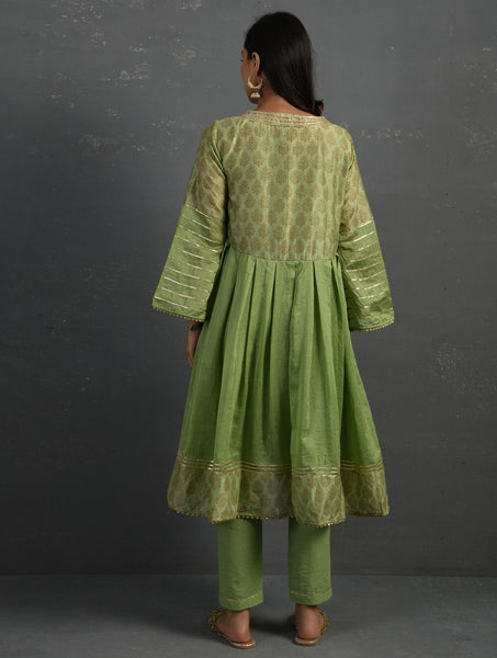 (Set of 2) Green Block Printed Handwoven Chanderi Kurta With Pants Kurta The Neem Tree Sonal Kabra Buy Shop online premium luxury fashion clothing natural fabrics sustainable organic hand made handcrafted artisans craftsmen