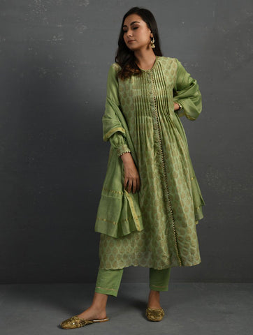 (Set of 3) Green Block Printed Handwoven Chanderi Kurta with Mul Slip & Pants Kurta The Neem Tree Sonal Kabra Buy Shop online premium luxury fashion clothing natural fabrics sustainable organic hand made handcrafted artisans craftsmen