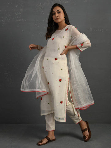 (Set of 4) Ivory Hand embroidered Kurta Set Kurta Set Sonal Kabra Sonal Kabra Buy Shop online premium luxury fashion clothing natural fabrics sustainable organic hand made handcrafted artisans craftsmen