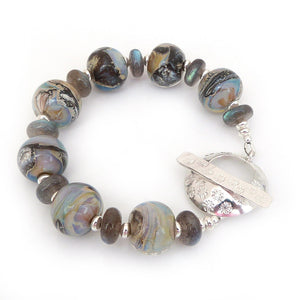 Organic Style lampwork bead and labradorite bracelet with big silver toggle clasp
