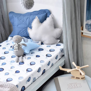 White jersey fabric cot fitted cot sheet with blue hot air ballons and clouds