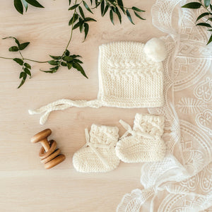 White Merino wool bonnet and bootie set