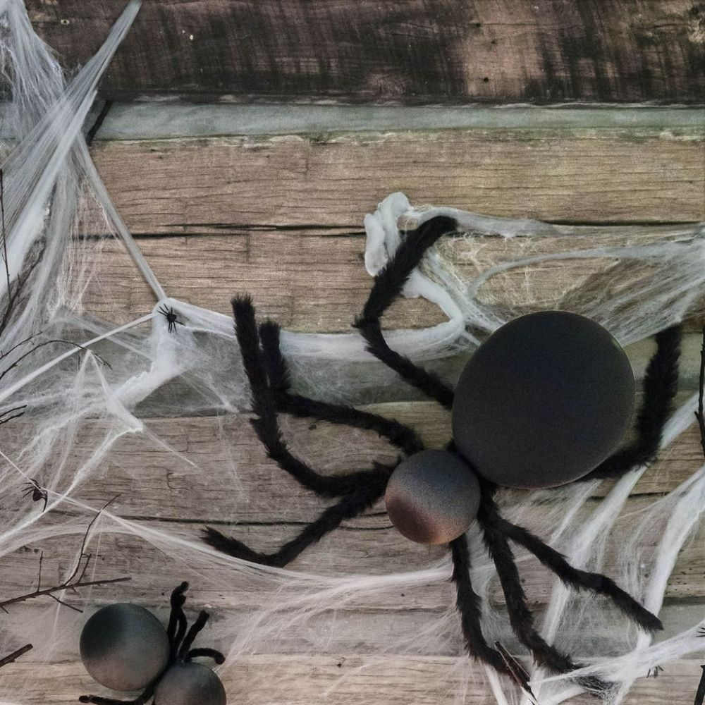 Giant Balloon Spiders I Halloween Party Ideas during Coronavirus I My Dream Party Shop