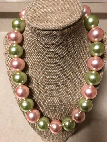 Medium One-Strand Pink and Green Pearl Set