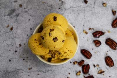[No-Churn] Keto Pumpkin Ice Cream with Candied Pecans