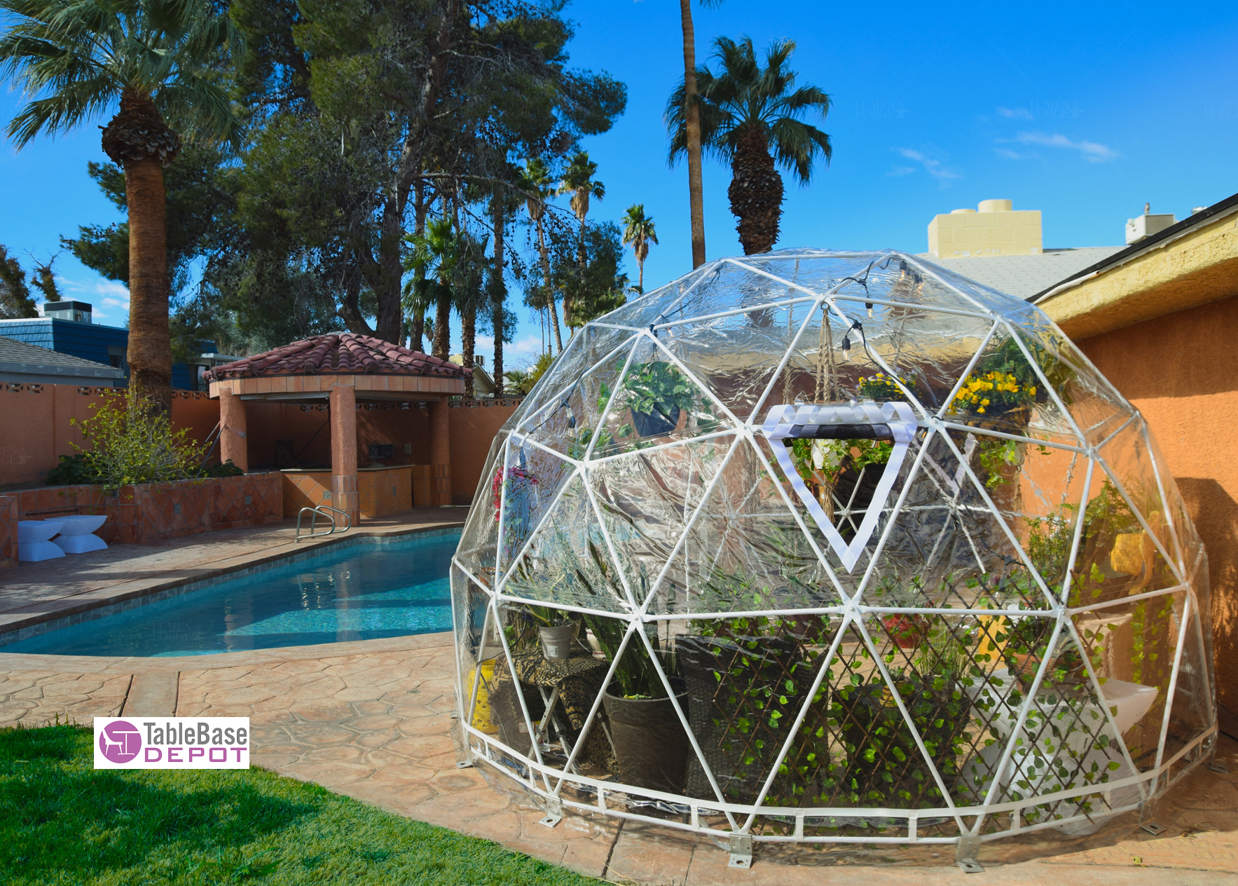 Stylish Year-Round Igloo Conservatory Patio Dome Steel Frame Tent 4M 6 Person V Door Zipper Entrance