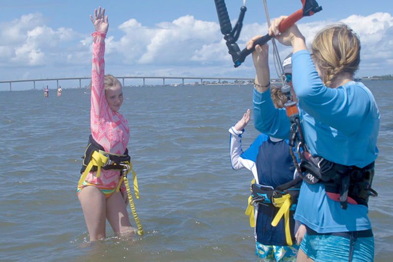 Learning to kiteboard: Beach and deep water vs. shallow water – Stuart, Florida