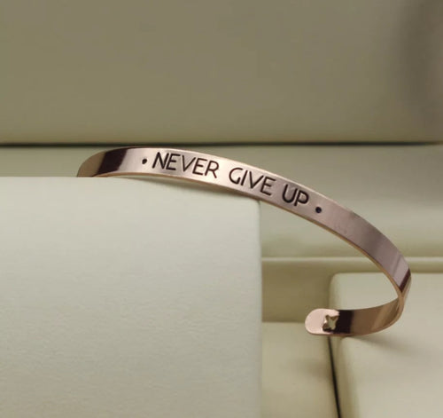 Never give up bracelet - CurvEssentials Boutique
