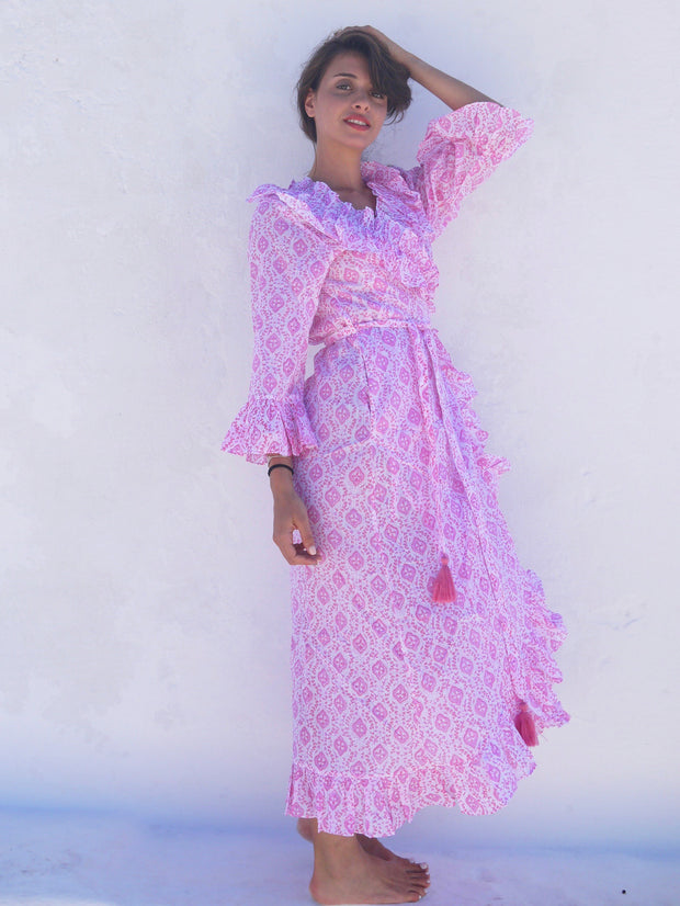 Long Náni Robe in Quatrefoil Pinks
