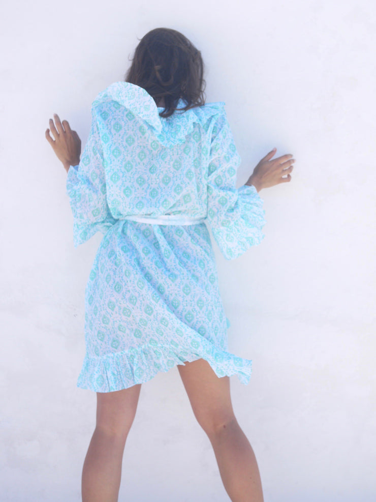 Short NÌÁni Robe in Quatrefoil Seaglass