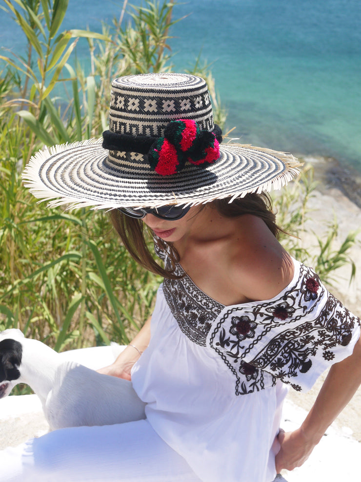 Wayuu Widebrim Straw Hat with Pompoms in Black