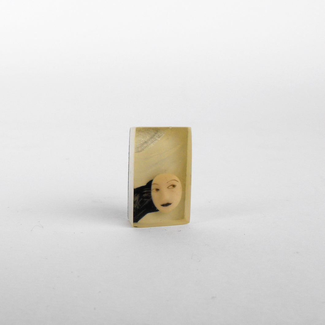 Lady brooch 1