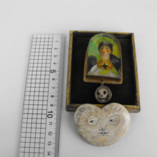 Load image into Gallery viewer, Frida Kahlo pendant & frame
