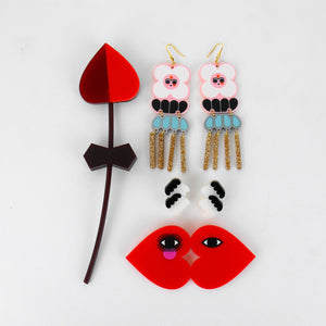 El Beso / The Kiss Brooch